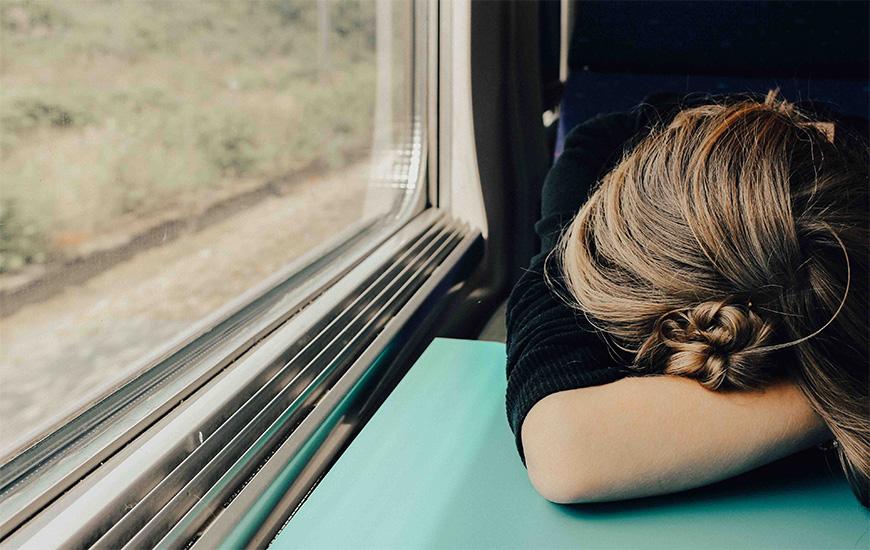 涙がストレス解消になるメカニズムと涙が止まらないその理由